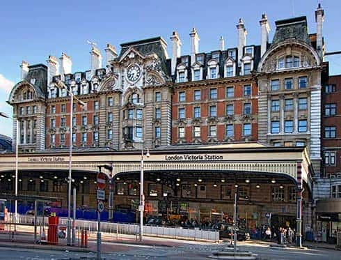 tourist attractions victoria station london city tour. Black Bedroom Furniture Sets. Home Design Ideas