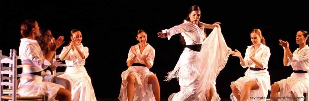 Let yourself be bewitched by the purest Flamenco