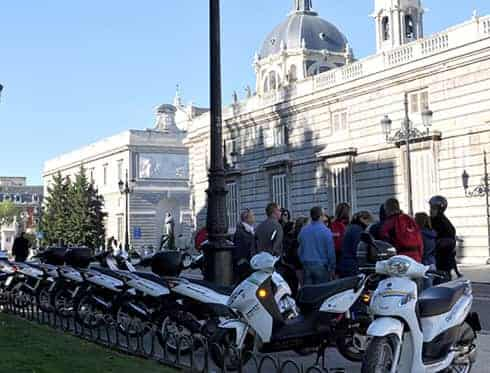 Cooltra Scooter Rental - Catedral de la Almudena