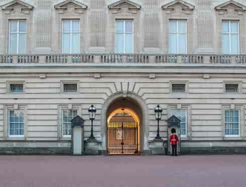 2_TOT_Yellow_Buckingham Palace's Road1-min